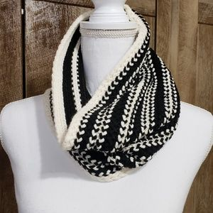Ann Taylor Factory Accessories - Ann Taylor Crochet Knit Infinity Scarf Black White